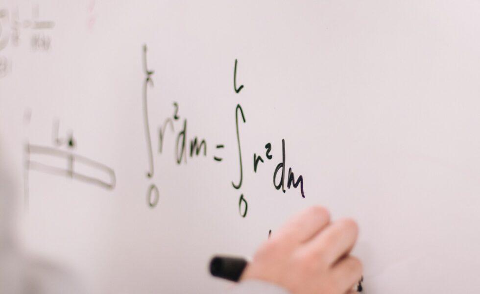 Studi Kasus Permutasi dan Kombinasi Python - pesonainformatika.com